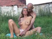 Guy caught gf in outdoor cheating